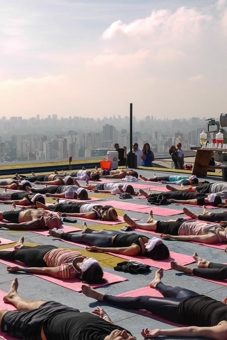 Yoga Escapes SP que aconteceu em um heliponto - são os mesmo idealizadores e tem conceito parecido. Encontros de experiências, yoga e bem-estar em lugares inusitados.